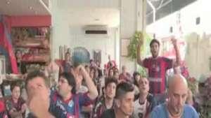 Caer con la frente alta, consuelo de los hinchas del San Lorenzo Video: