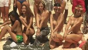 Bellas brasileñas topless desafían la ley Video: