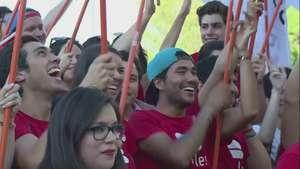 Chile aprueba la unión civil homosexual Video: