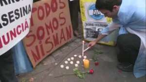 Cientos de personas se concentran frente al velatorio de Nisman Video: