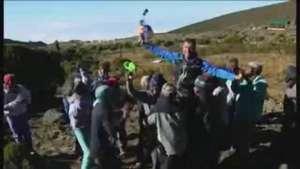 Rozov sobrevuela el Kilimanjaro en un salto BASE Video:
