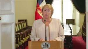 Bachelet asegura que se enteró por la prensa del caso de su hijo Video: