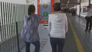 México: Máquinas para hacer sentadillas en estaciones del autobús Video: