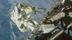 Éxito en la tercera salida orbital de la NASA Video: