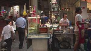 El drama de los puestos callejeros de Bangkok Video: