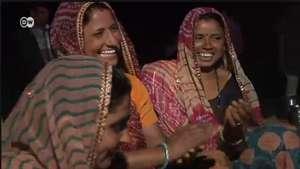 Mujer: Internet en las zonas rurales de India Video: