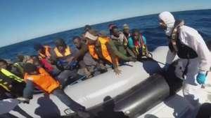 Nuevo naufragio de migrantes deja 10 muertos en Italia Video: