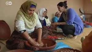 Aceite de argán: mujeres marroquíes y las cooperativas Video: