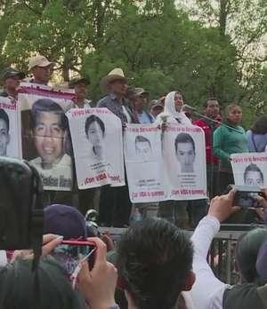 México: cinco meses del crimen de los 43 Video: