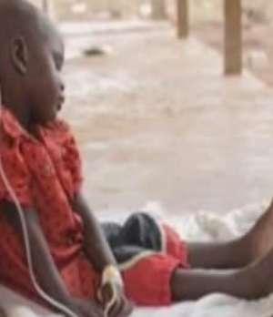 Vulnerables al ébola por precarios sistemas de salud  Video:
