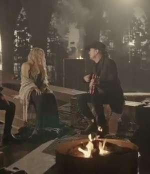 Maná vuelve a enamorar con 'Cama Incendiada' Video: