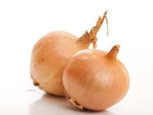 La cebolla tiene componentesantiinflamatorios y es buena para elasma,eldolor y hinchazón que provoca la artritis. Foto: Getty Images