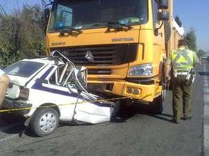Imagen del estado en que quedó el vehículo menor Foto: Twitter/@ Bombatercera