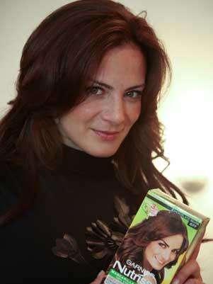 ... cambió su tinte vainilla por el tono Chocolate Silvia. Foto: Garnier