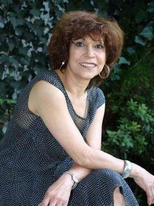 La escritora y periodista Cristina Pacheco recibe el galardón en el Palacio de Bellas Artes. Foto: Notisistema