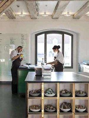 Diseñado por la firma escandinava 3XN, el experimentarium de Redzepi posee un área de cultivo, áreas para degustación, entre otros espacios. Foto: Cortesía