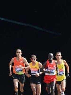 Se piensa que si un individuo es joven y está sano puede entrenar y prepararse para correr una carrera de 42 kilómetros. Foto: Getty Images