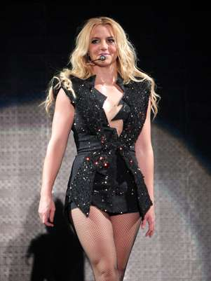"""Britney Spears durante un concierto en Kiev, Ucrania, durante su gira Femme Fatale en una fotografía de archivo del 27 de septiembre de 2011. Una fuente dijo a AP que Britney Spears vendrá al rescate del programa """"The X Factor"""" de Fox, el concurso de canto que necesita impulsar su nivel de audiencia.  Foto: Leonid Naidiouk, archivo / AP"""