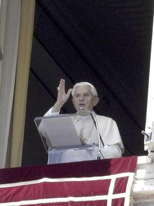 Benedicto XVI vertió estos comentarios sobre los escándalos por abuso sexual y encubrimiento por parte de la jerarquía católica en un mensaje pregrabado en video para una misa multitudinaria efectuada en el estadio deportivo más grande de Irlanda. Foto: Riccardo De Luca / AP