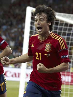 David Silva de España celebra tras anotar un gol ante Italia en la final de la Eurocopa el domingo 1 de julio de 2012  Foto: Jon Super / AP