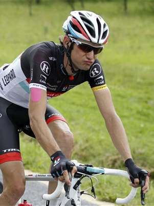 El ciclista Frank Schleck durante la sexta etapa del Tour de Francia, jul 6 2012. Un contra análisis efectuado al ciclista luxemburgués Frank Schleck también arrojó positivo por un diurético prohibido, dijo el viernes el equipo del atleta, RadioShack-Nissan. Foto: Bogdan Cristel / Reuters en español