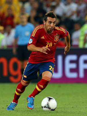 Santi Cazorla of Spain runs with the ball during the UEFA EURO 2012 quarter final match between Spain and France at Donbass Arena on June 23, 2012 in Donetsk, Ukraine. Foto: Getty Images