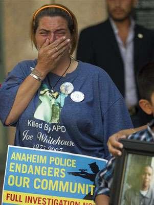 Cori Cline, hermana de una víctima en 2007 en Anaheim, se unió a la demanda de justicia. Foto: AFP