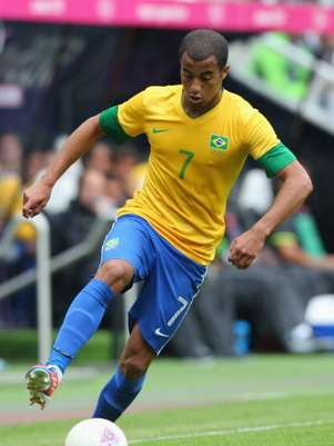 Lucas of Brazil controls the ball during the Men's Football first round Group C match between Brazil and New Zealand on Day 5 of the London 2012 Olympic Games at St James' Park on August 01, 2012 in Newcastle upon Tyne, England. Foto: Getty Images