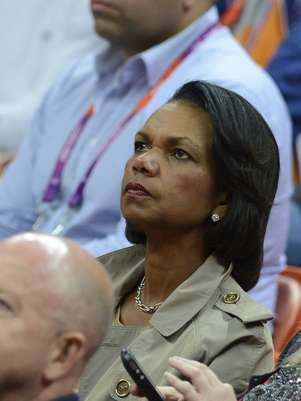 US former state secretary Condoleeza Rice watches the men's basketball preliminary round match Spain vs Brazil as part of the London 2012 Olympic Games at the Basketball Arena on August 6, 2012 in London.  Foto: AFP/Getty