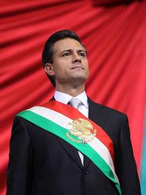 El mandatario lució una corbata en gris que constrataba con la tendencia a llevarla en rojo o verde de sus predecesores priístas. Foto: Facebook/EnriquePeñaNieto