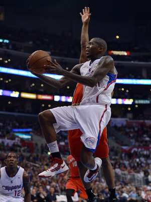 Jamal Crawford #11 of the Los Angeles Clippers attempts a layup in front of Kyle Lowry #3 of the Toronto Raptors at Staples Center on December 9, 2012 in Los Angeles, California. Foto: Getty Images