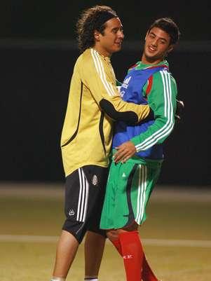 Carlos Vela sigue sin atender llamados de la Selección. Foto: Carlos Vela, Guillermo Ochoa