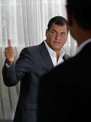 Un sondeo de la firma privada Opinión Pública señaló que el mandatario socialista obtuvo 61% de los sufragios contra 21% del banquero Guillermo Lasso. A su vez, Cedatos-Gallup estableció que Correa logró un 61,5% de los votos frente a 20,9% de Lasso. Foto: AP