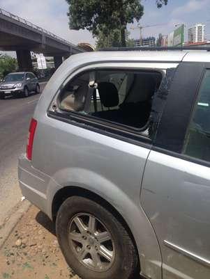 Así terminó el vidrio del automóvil de la candidata a diputada. Foto: Gentileza