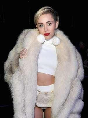 Search Results for: Miley Cyrus El Adelanto Del Video De Adore You