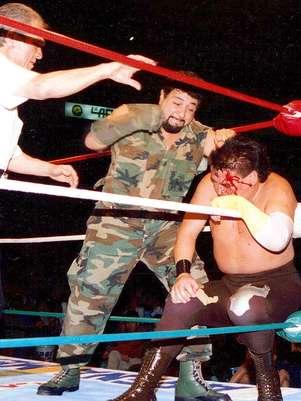 El Rambo rapó a El Brazo en una edición de Homenaje a Dos Leyendas. Foto: Cortesía CMLL