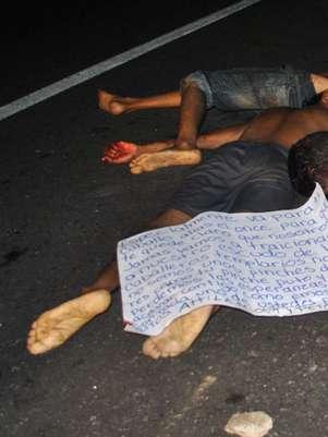 Fotografía de algunos de los once cadáveres que fueron hallados el domingo en una autopista del suroccidental estado mexicano de Guerrero, México.  Foto: EFE en español