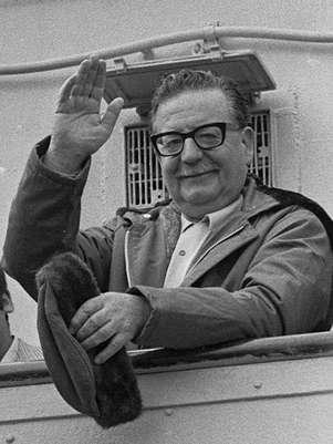 El Presidente de la República Salvador Allende, en una imagen de archivo del año 1971. Foto:  Archivo / AP
