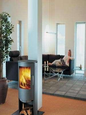 De leña o de gas, ya no necesita espacios grandes para albergar un elemento tan cálido de la decoración como las chimeneas. Foto: EFE en español