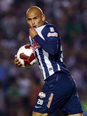 El 'Chupete' se echó un 'clavado' en el área para provocar el penalti. Foto: Mexsport