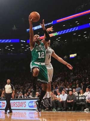 Brook Lopez anotó 24 puntos y comandó la ofensiva de los Nets. Foto: AFP