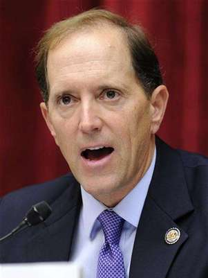Congressional Super Committee member Rep. Dave Camp (R-MI) makes an opening statement as the panel holds its inaugural meeting to search for at least $1.2 trillion in new deficit reductions, in Washington, DC, September 8, 2011. Foto: Mike Theiler / Reuters
