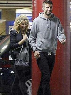 Shakira presume embarazo en tacones junto a Piqué Foto: abc.es