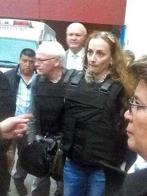 Florence Cassez salió del penal de Tepepan con un chaleco antibalas. Foto: Especial