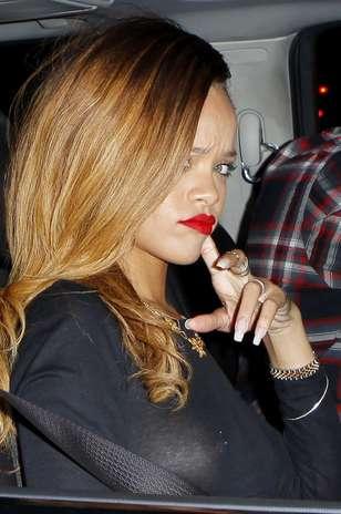 Rihanna transparente y sin ropa interior for Rihanna sin ropa interior