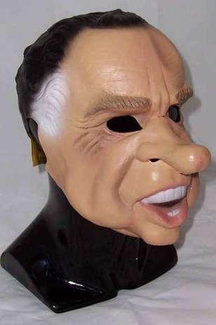 La máscara para la persona con el huevo y la servilleta