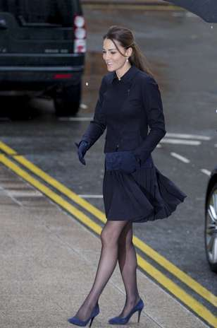 фото под юбкой у королевской