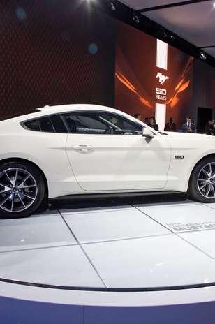 tiene un precio de $1,090 más que el saliente Mustang 2014