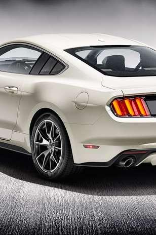 de lanzamiento (para el GT), y múltiples modos de manejo. El Mustang