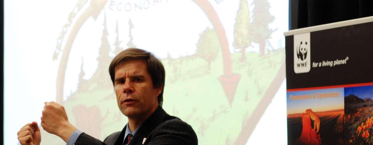 """Mathis Wackernagel – Uno de los fundadores del famoso concepto """"huella ecológica"""" -  un indicador del impacto ambiental generado por la demanda humana que se hace de los recursos existentes en los ecosistemas del planeta relacionándola con la capacidad ecológica de la Tierra de regenerar sus recursos – también estará presente en el evento."""